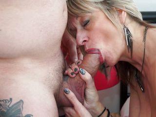 Смотреть порно зрелых женщин жмж